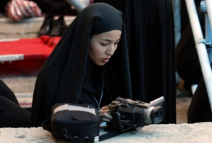 Roxana reporting in Iran (Photo credit: Eustacio Humphrey / ZUMA Press)